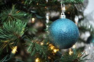 украшение елки на новый год