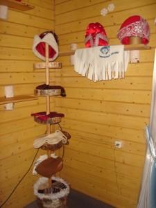 Головные уборы Деда Мороза в личных хоромах