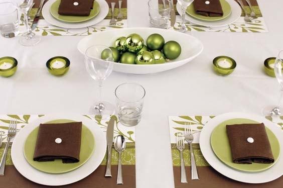 Сервировка столов бывает различной в зависимости от характера трапезы: - завтрак.