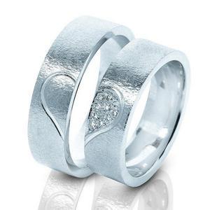 обручальные кольца с сердечком