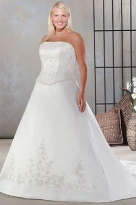 Очень подходят полным девушкам свадебные платья ампир (или, как их еще называют, свадебные платья в греческом стиле). Это платья с облегающим верхом и