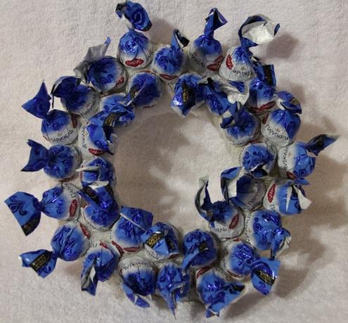 новогодний венок своими руками из конфет