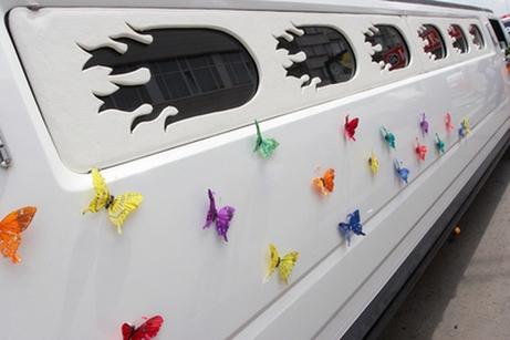 украшение свадебного лимузина бабочками