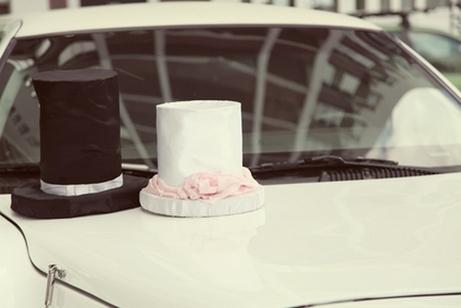 декор свадебного автомобиля цилиндрами
