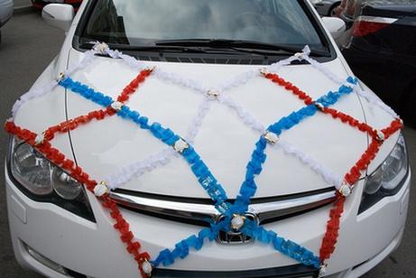 декор свадебного автомобиля лентами