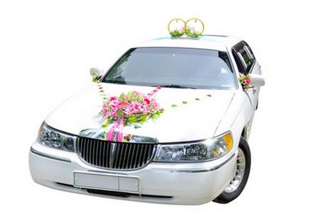 классическое украшение свадебного кортежа