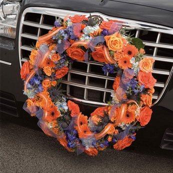 украшение свадебных авто цветами