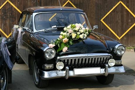 декорирование свадебного автомобиля цветами