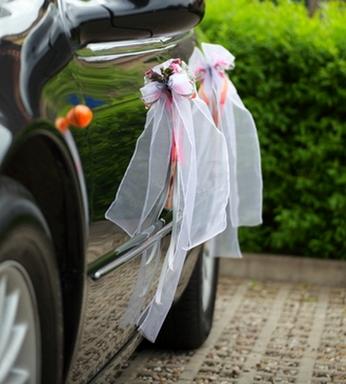 украшение свадебного автомобиля лентами