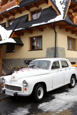 украшение свадебной машины в стиле минимализм