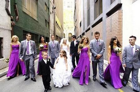 подружки невесты в фиолетовых платьях