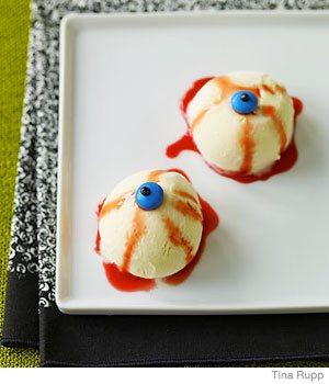 десерт с мороженым на Хэллоуин