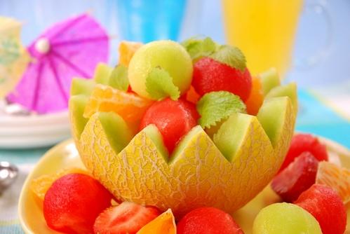красивая подача фруктов к праздничному столу