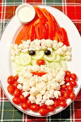 как красиво подать огурцы и помидоры к праздничному столу